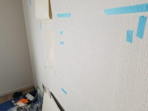 壁紙を張り戻します