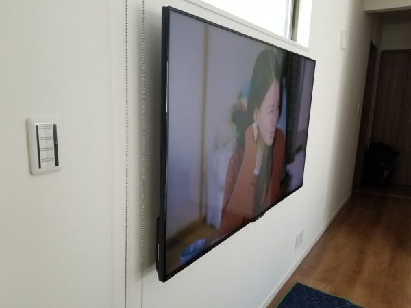 金具へテレビを取り付け