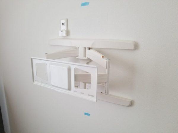 補強材と壁掛け金具設置完了