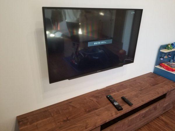 壁掛けテレビと隠蔽配線が完了の写真