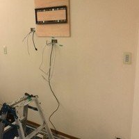 55インチテレビ壁掛け工事 東京都三鷹市 壁面補強のサムネイル