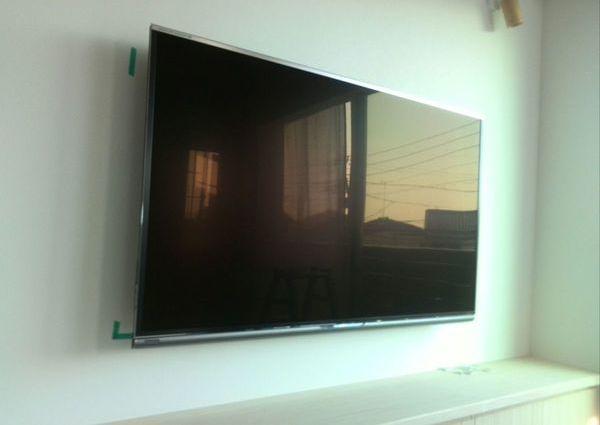 60インチTV壁掛け工事 東京都のサムネイル