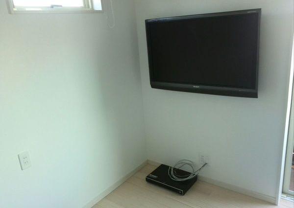 42インチテレビ壁掛け工事 八王子市にてのサムネイル