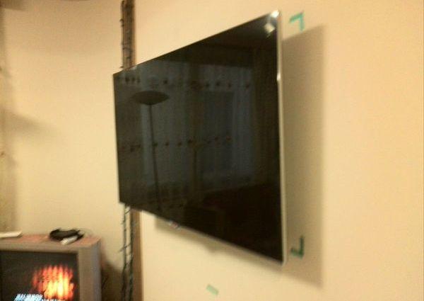 60インチテレビ壁掛け工事 GL壁 コンクリート 柱なしのサムネイル