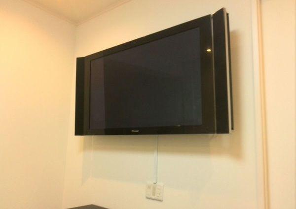 世田谷区 50インチプラズマテレビ壁掛け テレビラックは撤去のサムネイル