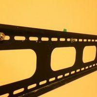 東京都荒川区 マンション50インチテレビ壁掛け工事 ラック取り付け 隠蔽配線のサムネイル