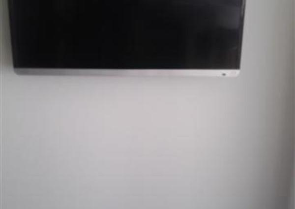 24型~32型 テレビ壁掛け工事(ボード壁・GL・コンクリート壁)のサムネイル