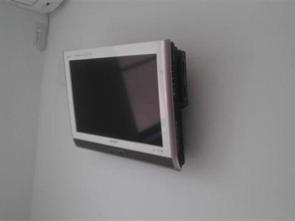 24型液晶TV壁掛け 東京都府中市