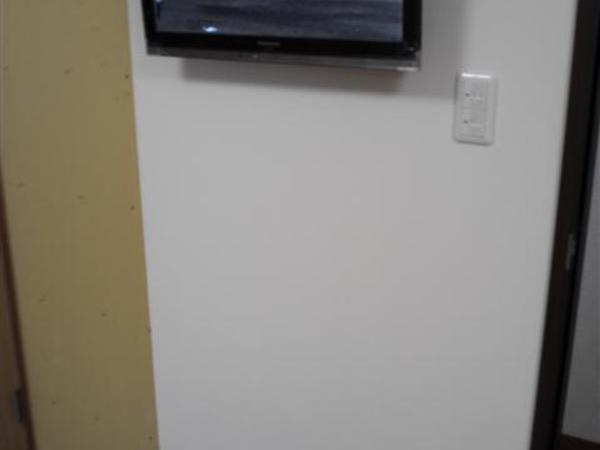 32インチ液晶TV壁掛け