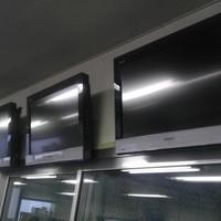 26インチ液晶TV壁掛け  5台設置  金具込みのサムネイル