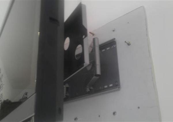 42型液晶TV壁掛け工事のサムネイル
