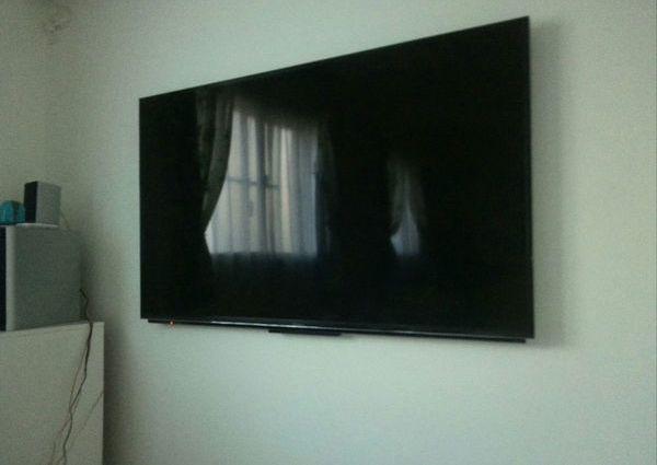 神奈川県横浜市にて 52インチTV壁掛け工事 隠蔽配線 のサムネイル