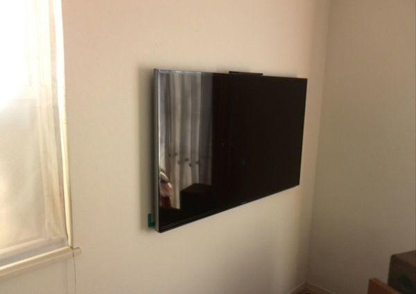 40インチTV壁掛け工事 東京都杉並区にて 配線は隠蔽しましたのサムネイル