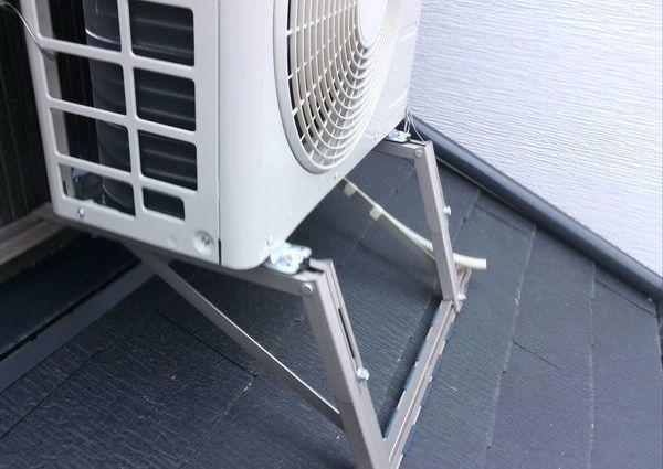 東京都大田区にて エアコン工事 室外機屋根置きのサムネイル