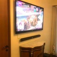 東京都江東区にて 55インチTV壁掛け工事 JBLサウンドバーの配線も隠蔽しました。のサムネイル