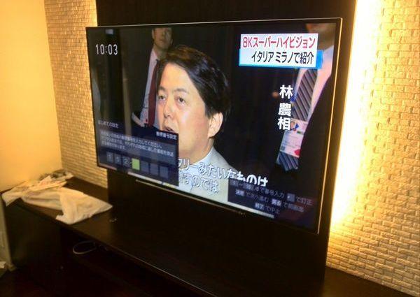 東京都目黒区マンションにて 65インチテレビ壁掛け工事 据付家具への設置のサムネイル