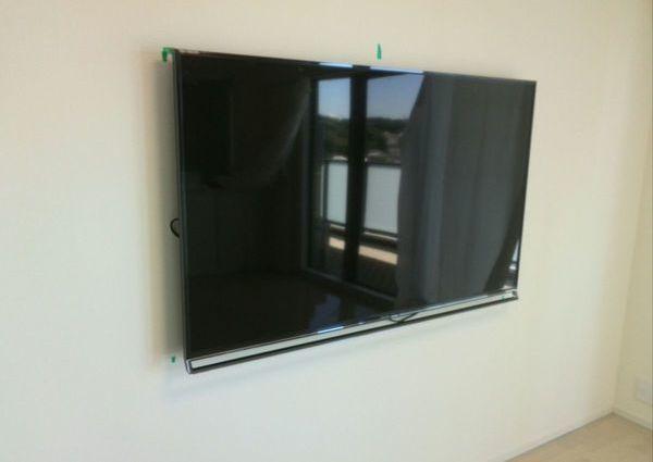 横浜市マンションにて55インチTV壁掛け工事 隠蔽配線 HDMI端末増設のサムネイル