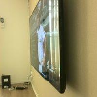 川崎市にて 55インチテレビ壁掛け工事 戸建て 配線隠しましたのサムネイル