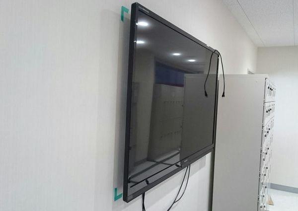 東京都港区にて テレビ壁掛け工事 隠蔽配線 のサムネイル