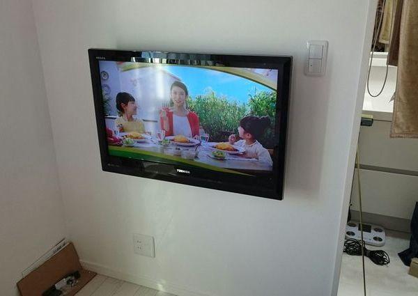 神奈川県大和市にて 43インチテレビ壁掛け 配線隠蔽工事のサムネイル