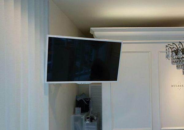 東京都世田谷区にて 32インチテレビ壁掛け工事 補強材のサムネイル