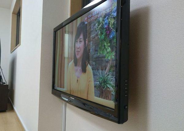 東京都杉並区にて 32インチテレビ壁掛け工事 のサムネイル