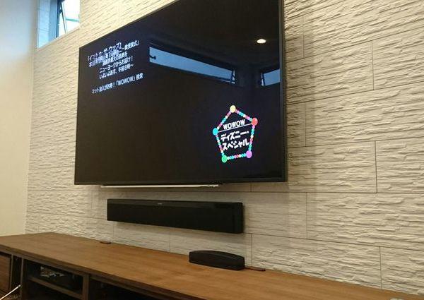 東京都板橋区にて 戸建て エコカラット・補強壁 60インチテレビ壁掛け・サウンドバー設置工事  配線処理のサムネイル