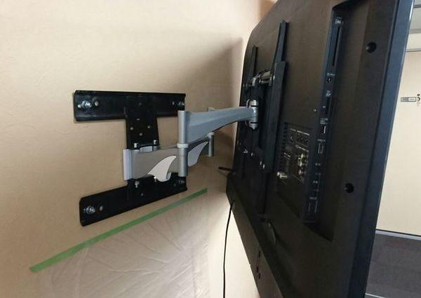 東京都中央区にて 55インチ液晶テレビ壁掛け工事 GL工法壁へ取り付けのサムネイル