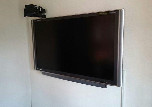 東京都港区にて 55インチテレビ壁掛け工事 CATVチューナーセッティングのサムネイル