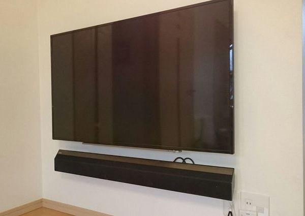 東京都板橋区にて 55インチテレビ壁掛け・SONYサウンドバー設置工事  配線処理のサムネイル