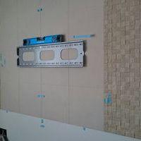 神奈川県伊戸建てにて エコカラット壁掛けテレビ配線 隠蔽 コンセント増設 のサムネイル