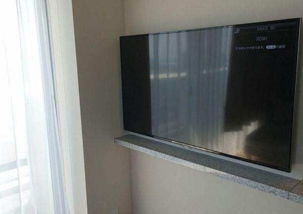 東京都中央区にて 55型壁掛けテレビ配線 マンションのサムネイル