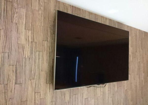 東京都千代田区会社様にて 60型テレビ壁掛け工事 のサムネイル