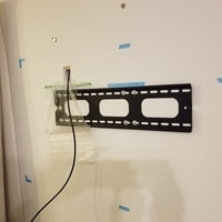 東京都日野市にて 60型壁掛けテレビ 戸建て外壁側 天井裏配線 のサムネイル