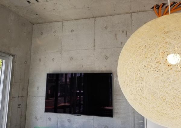 神奈川県逗子市にて コンクリート壁 壁掛けテレビのサムネイル