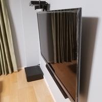 東京都戸建てにて 58型 REGZA 壁掛けテレビ サウンドバー配線隠蔽 電源増設 のサムネイル