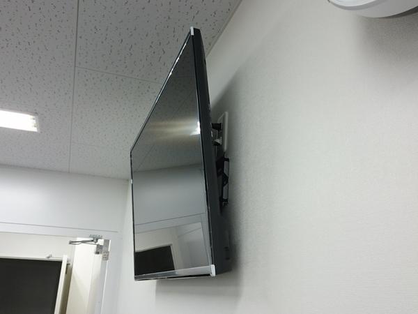 東京都 会社ビルにて 壁かけテレビ工事 床下配線