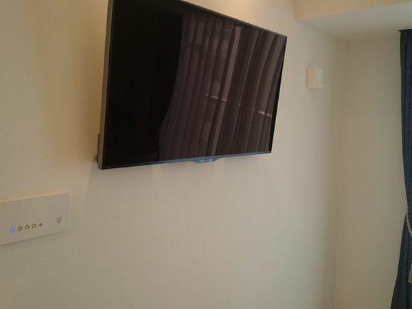 横浜市マンションにて 42型テレビ壁掛け工事
