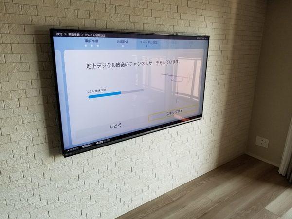 世田谷区にて 壁掛けテレビ 隠蔽配線工事です。