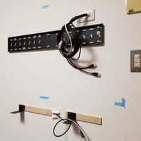 東京都中央区にて 50V壁掛けテレビ配線工事のサムネイル