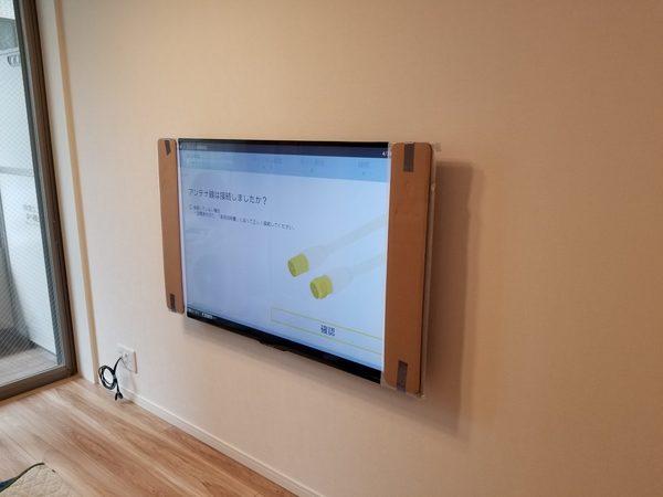 千葉県船橋市にて 壁掛けテレビ用の電源コンセントも増設  配線隠蔽方法