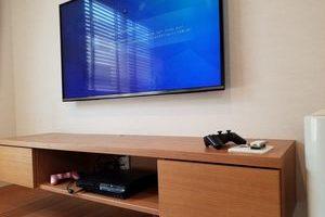 東京都大田区にて 49型壁掛けテレビ コンセント増設