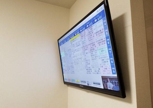 東京都世田谷区にて 壁掛けテレビ隠蔽配線作業壁掛け金具のサムネイル