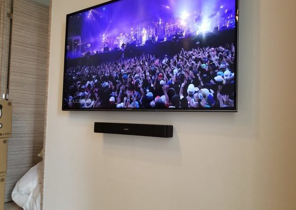 東京都江東区にて 壁掛けテレビ スピーカー配線工事のサムネイル