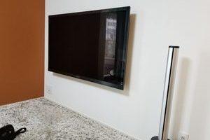 東京都港区にて壁掛けテレビ 配線隠蔽工事