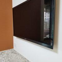 東京都港区にて壁掛けテレビ 配線隠蔽工事のサムネイル