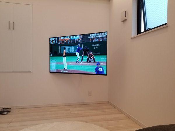 東京都杉並区にて 55型壁掛けテレビ 壁掛け金具VA126M