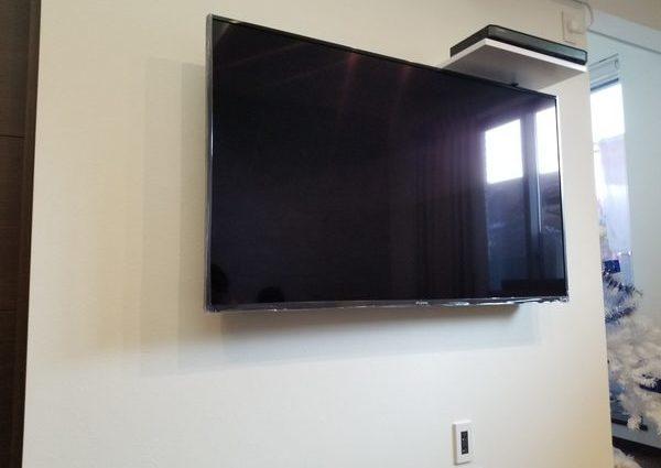 東京都板橋区にて 壁掛けテレビAVラック取り付けのサムネイル