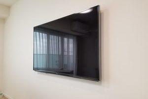 神奈川県川崎市にて 58型壁掛けテレビ工事