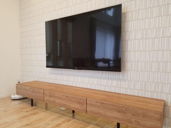 埼玉県所沢市にて 65型壁掛けテレビ工事